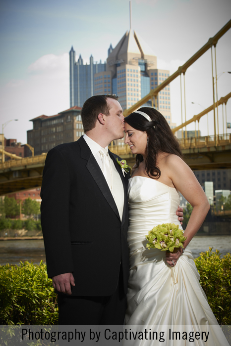 bride and groom with Pittsburgh skyline