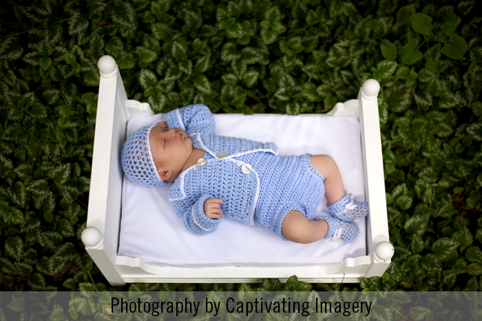 newborn-photos-outdoors